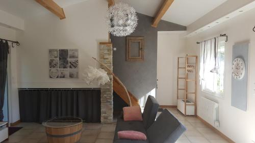 Holiday home Rue Marcel Palat : Guest accommodation near Poussan