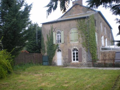 Gîte Le Moulin de la Chaussee : Guest accommodation near Saulges