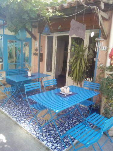 Fa Mille holiday house : Bed and Breakfast near Robion
