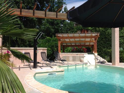 La Sirène : Guest accommodation near Meyrannes