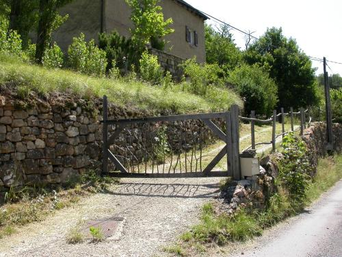 Sabatou : Guest accommodation near Saint-Julien-d'Arpaon