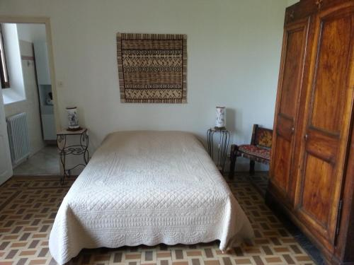 Belle chambre dans maison atypique : Bed and Breakfast near Dompnac