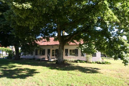 L'Ostal en Perigord - Les Tilleuls : Guest accommodation near Saint-Michel-de-Montaigne