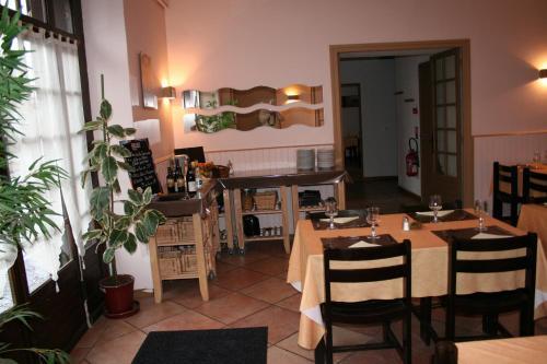 Auberge Le Saint Georges : Hotel near Saint-Jacques-d'Ambur