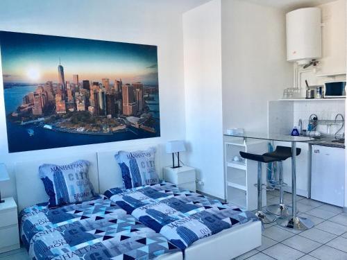 Studio double lit simple : Apartment near Villeurbanne