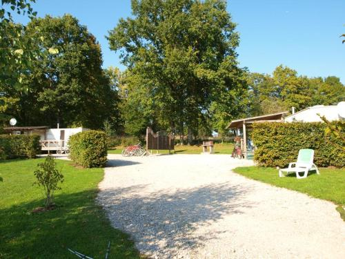 Jura mobile home : Guest accommodation near Mirebel