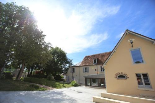 Les 3 cépages : Hotel near La Chapelle-Saint-Laurian