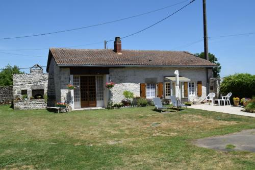 Le Cottage Limalonges : Guest accommodation near La Chapelle-Bâton