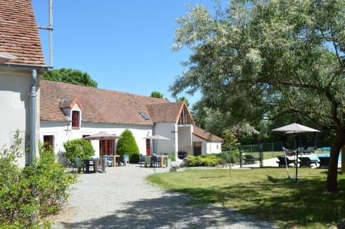 Maison Les Galettes : Bed and Breakfast near Thevet-Saint-Julien