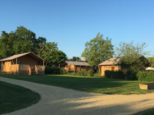 Glamping Sainte Suzanne : Guest accommodation near Châtres-la-Forêt