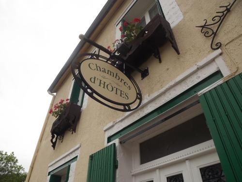 Au Clapotis de la Cure : Bed and Breakfast near Dun-les-Places