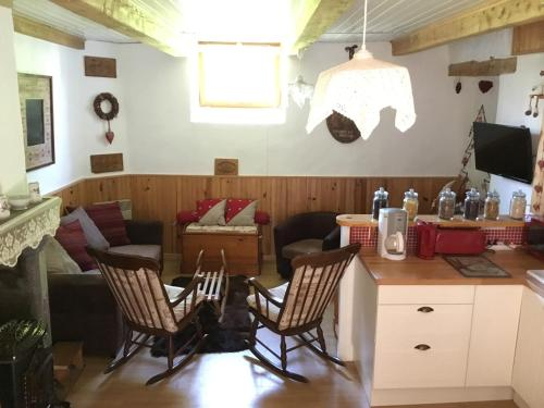 Tour Chabrit : Guest accommodation near Besse-et-Saint-Anastaise