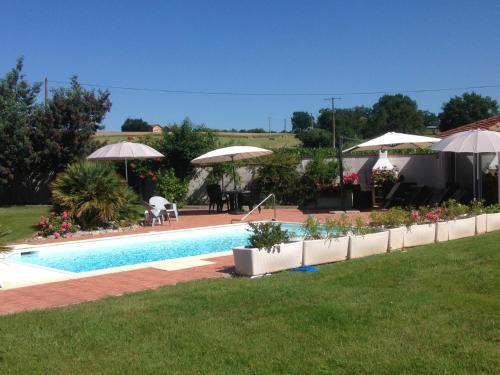 Chambres d'Hotes Villa Monsegur : Bed and Breakfast near Castaignos-Souslens