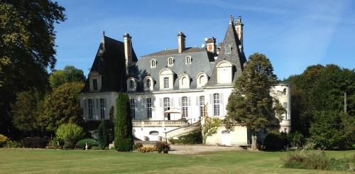 Chateau du Val Larbont : Bed and Breakfast near Esplas