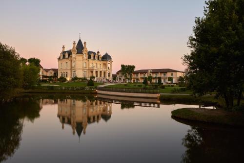 Château Hôtel Grand Barrail : Hotel near Saint-Laurent-des-Combes