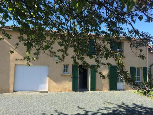 gite ladoutiere : Guest accommodation near Saint-Laurs