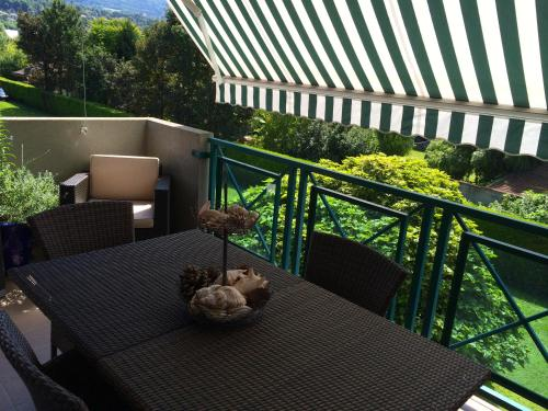 Aix Parc terrasse plein sud : Apartment near Virignin