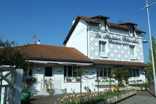 Hôtel Restaurant Maison Blanche : Hotel near Longjumeau