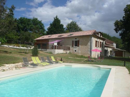 Chalet rue du Terme : Guest accommodation near Saint-Aquilin