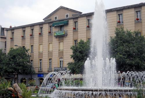 Hôtel du Commerce : Hotel near La Roque-Sainte-Marguerite