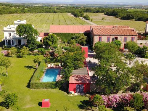 Clos Des Aspres : Bed and Breakfast near Montescot