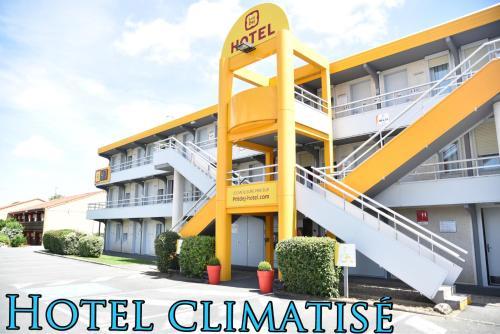 Hotel The Originals Saintes Ouest Recouvrance (ex P'tit-Dej Hotel) : Hotel near La Chapelle-des-Pots
