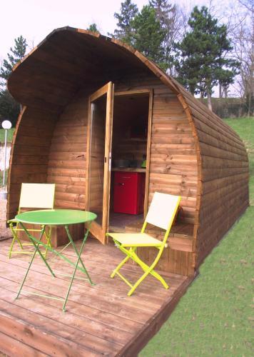 La Colline Aux Cabanes : Guest accommodation near Saint-Haon