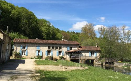 Gîte at Moulin Bois - Sommières du Clain : Guest accommodation near Saint-Pierre-d'Exideuil