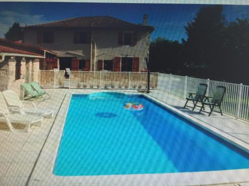 Le Beau Paysage : Guest accommodation near Saint-Martin-du-Clocher