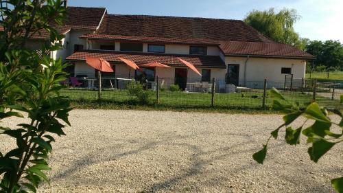 Hôtel - Gîte de Pressins : Guest accommodation near Massieu
