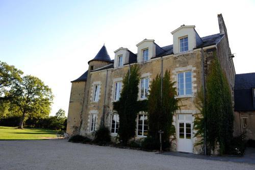 Hotel The Originals Le Manoir de La Jahotière (ex Relais du Silence) : Hotel near Lusanger