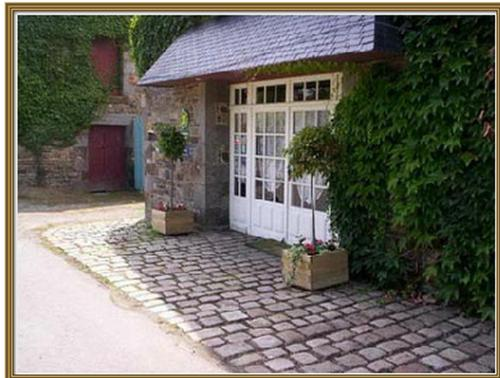 Chambres d'hôtes la Bégaudière : Bed and Breakfast near Dol-de-Bretagne