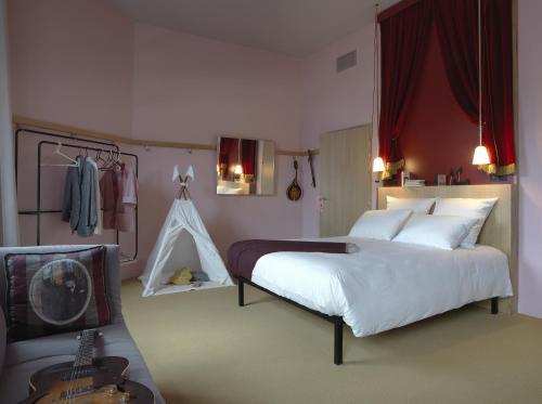 MOB HOTEL Paris Les Puces : Hotel near L'Île-Saint-Denis