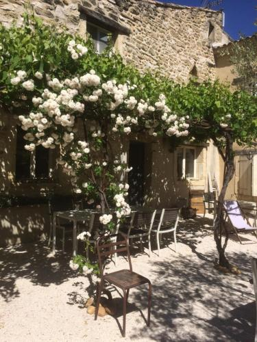 Apres La Sieste : Bed and Breakfast near Lirac