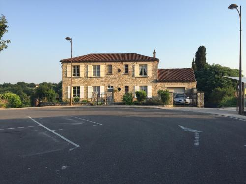 Le Presbytère : Bed and Breakfast near Puy-l'Évêque