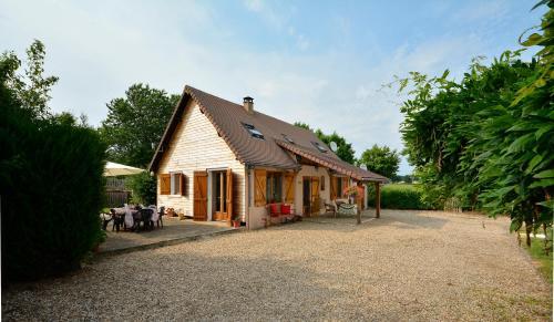 L'Atelier at Les Lavandes : Guest accommodation near Saint-Jory-las-Bloux