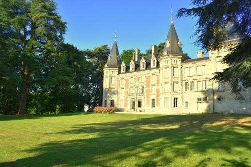 Chateau de Varambon : Bed and Breakfast near Saint-André-le-Bouchoux