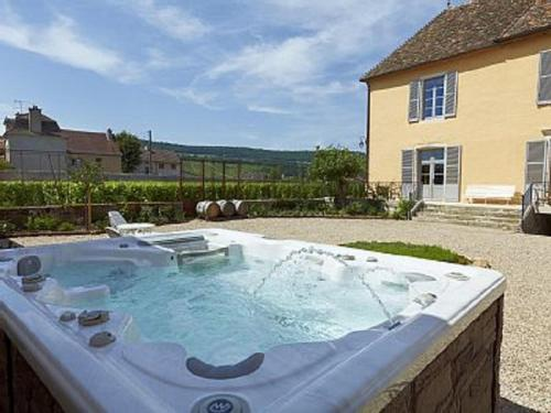 Le Vieux Chateau : Guest accommodation near Molinot