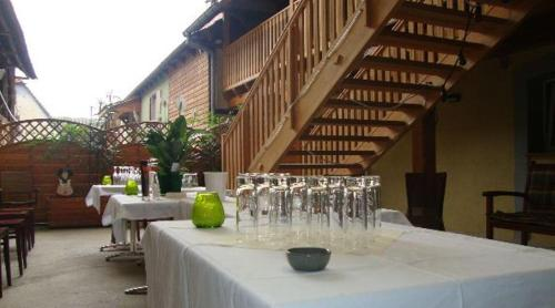 Auberge des Sauterelles : Bed and Breakfast near Saasenheim