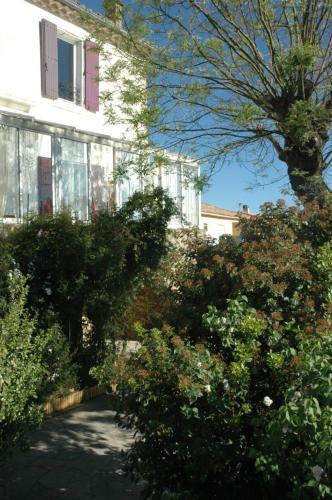 Bastide : Guest accommodation near Saint-Geniès-de-Fontedit