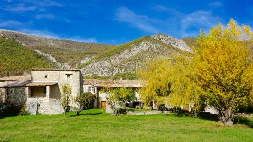 Le Hameau des Liesses : Bed and Breakfast near Les Omergues