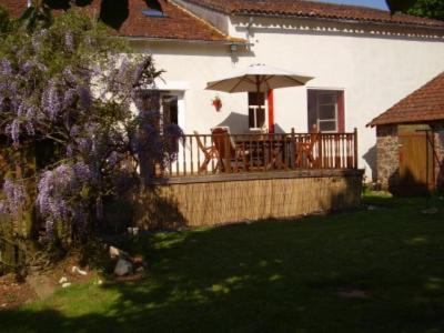 Le Chene Vert : Bed and Breakfast near Oradour-Fanais
