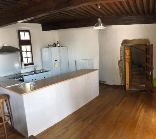 Gite du Vieux Chateau : Guest accommodation near Véranne