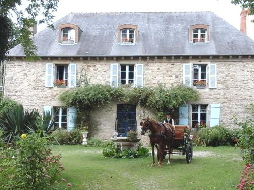 Manoir de la Peignie : Bed and Breakfast near Loscouët-sur-Meu