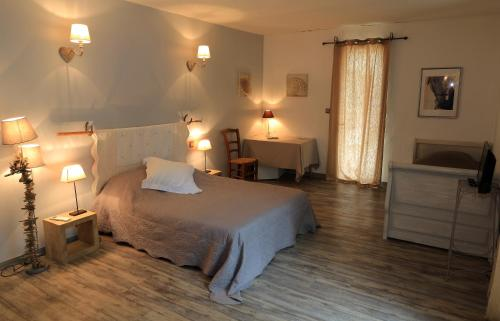 Mas d'Auzières : Bed and Breakfast near Saint-Gilles