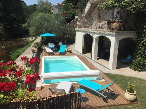 Les Terrasses Sur Auzonnet : Guest accommodation near Le Martinet