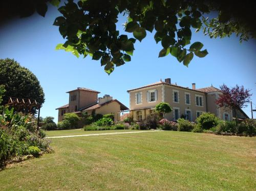 La Grange Terrou : Guest accommodation near Saulgond