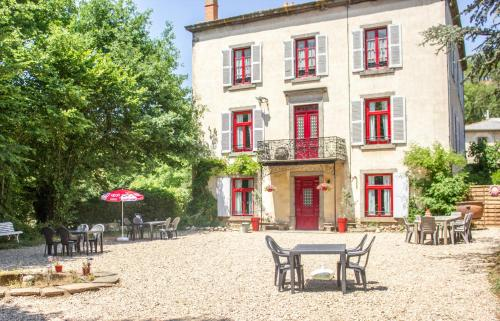 Domaine des Lilas : Bed and Breakfast near Saint-Germain-Lembron