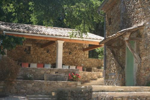 Le Mas Toupian : Guest accommodation near Goudargues