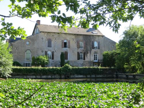 Chambres d'hôtes du Moulin de la Chaussee : Bed and Breakfast near Saulges